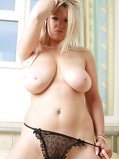 Horny MILFs and Sexy Cougars