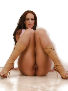 Appetising Hot Chick in Boots